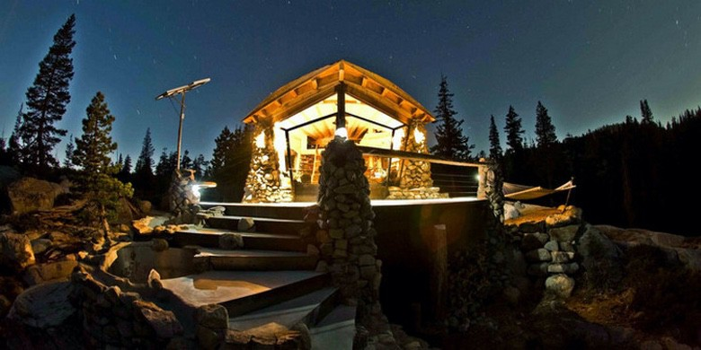 Photo of Snowboarder Builds the Perfect Off-Grid Tiny Cabin (Video)