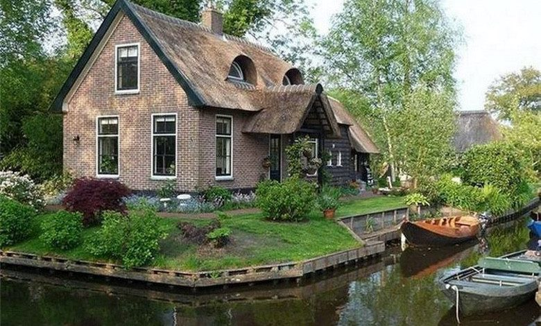 Photo of This Quaint Dutch Village is Only Accessible By Boat (31 Photos)