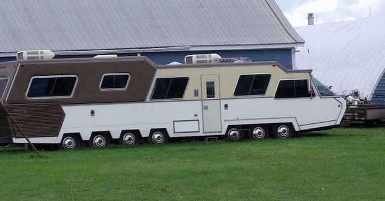 Photo of Why Buy a Camper When You Can Build One With a Little Redneck Engineering (21 Photos)