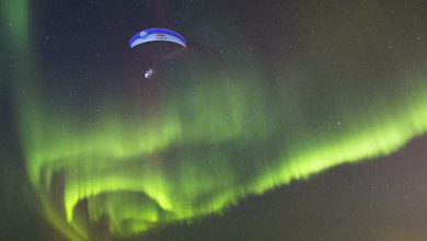 Photo of Paraglider Dances With the Northern Lights (Video)