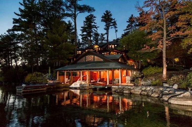Dream House: Elegant New Hampshire Lakefront Estate (1)