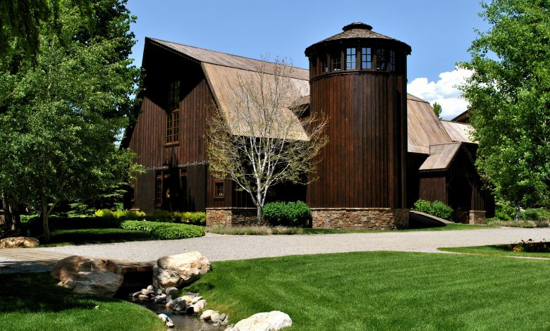 Photo of Dream House: Idaho Barn Rustic Compound (16 Photos)