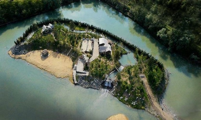 Rich Guy has a Pirate-Themed Island Built on His Estate (1)