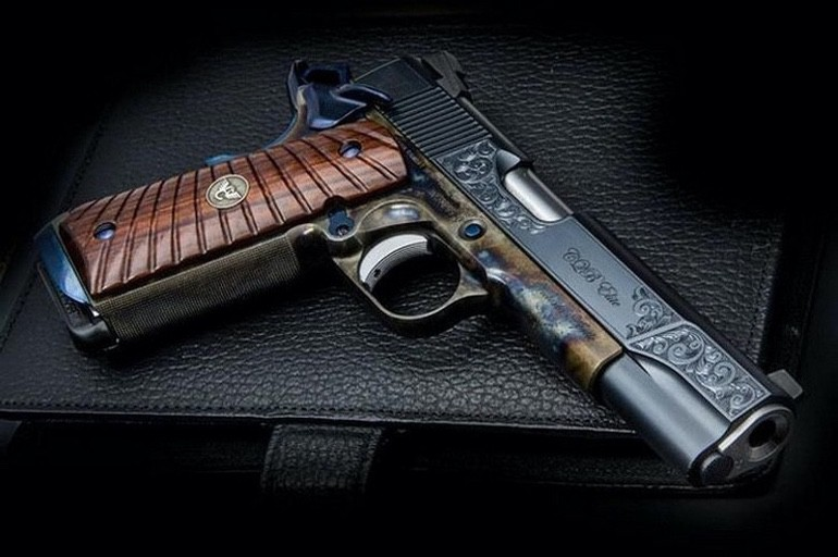 Gorgeous Custom Guns (1)