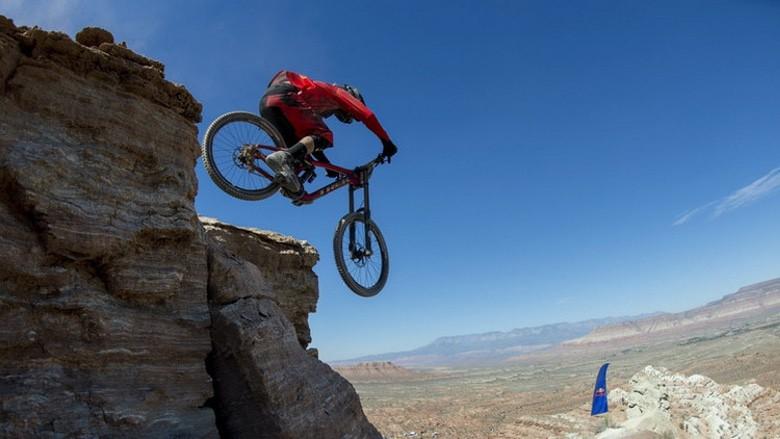 Photo of Adrenaline Junkies Like Living On the Edge (30 Photos)