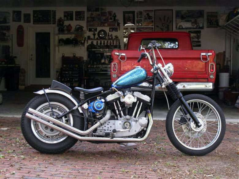 Suburban Men Afternoon Drive: Two-Wheeled Freedom Machines Motorcycles Harley-Davidson (1)