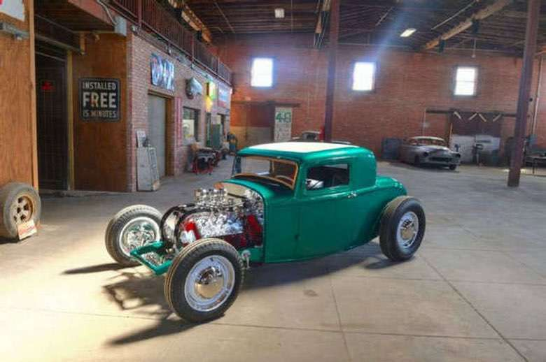 Suburban Men Afternoon Drive: Hot Rods and Rat Rods (1)