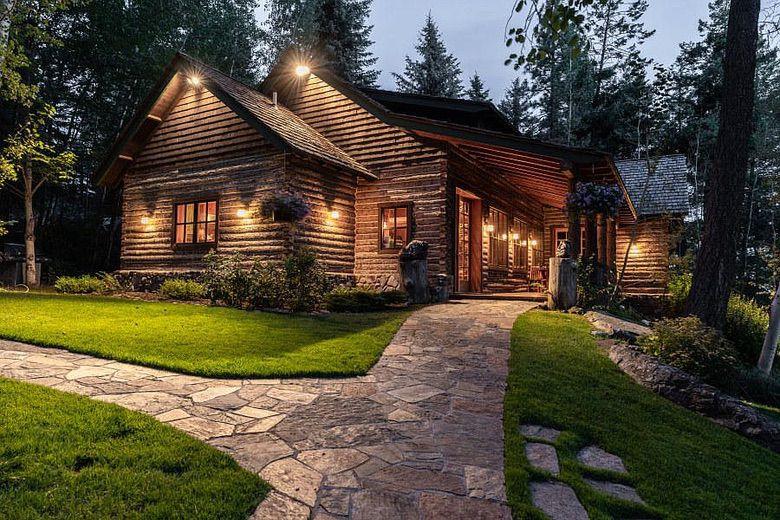 Dream House: Montana's Golden West Lodge Log Cabin (1)