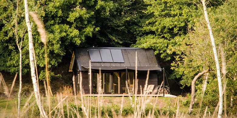 Former Boat Builder Designs Perfect Off-Grid Tiny Cabins (1)