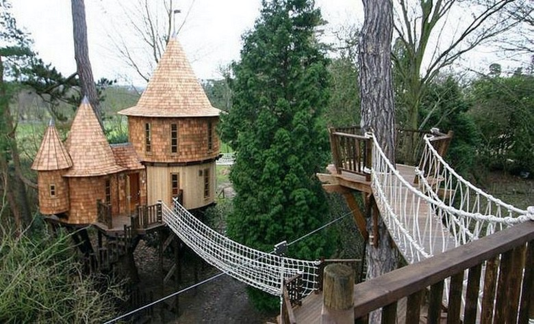 These Parents Went All Out With These Awesome Playhouses (1)