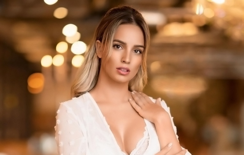 Instagram Crush: German Playboy Playmate Julia Römmelt (1)